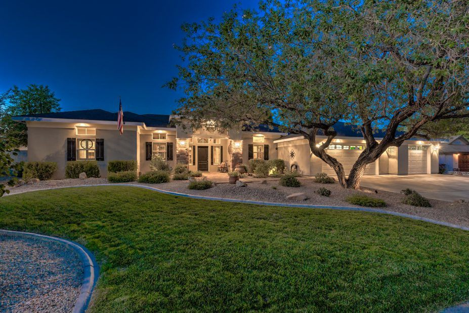 Million dollar homes in las vegas for sale up to 1m for Million dollar cabins for sale