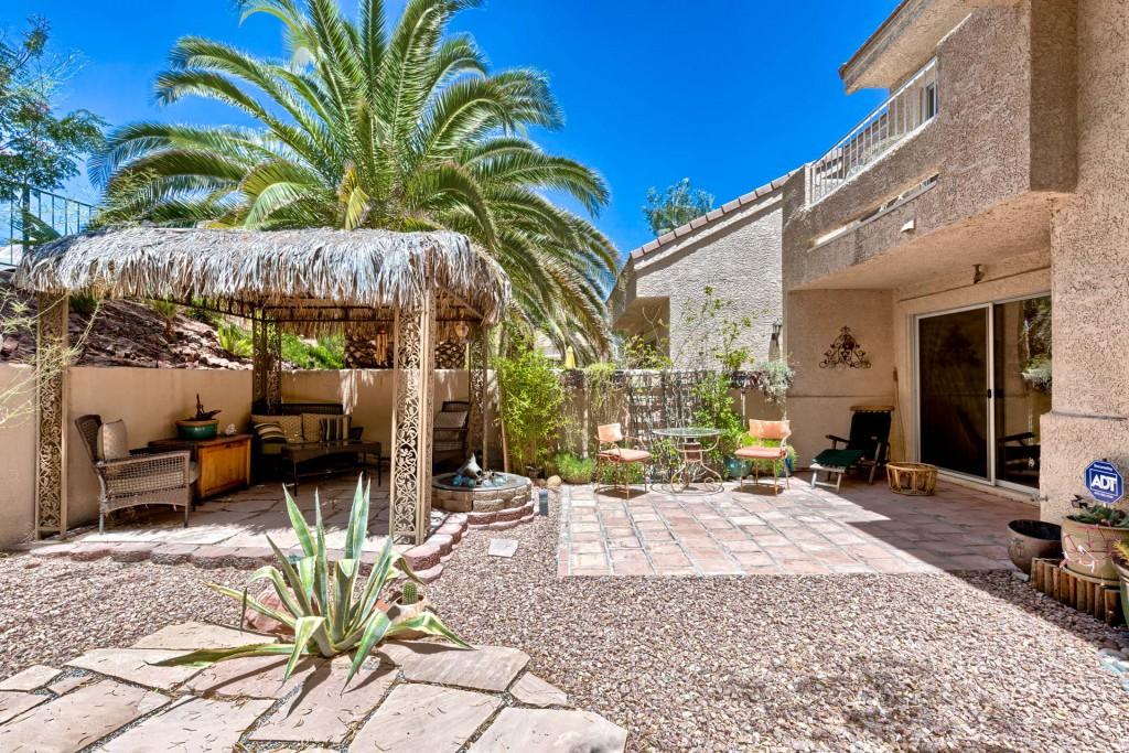 Desert shores luxury homes las vegas for Luxury homes las vegas for sale