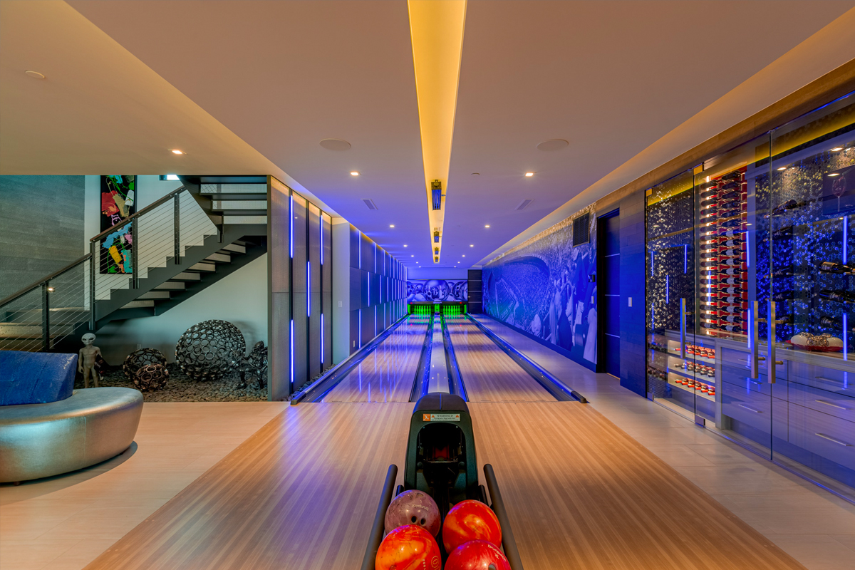 750 dragon ridge for sale in macdonald highlands bowling alley